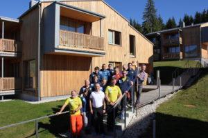 Gruppenfoto vor den Rittis Alpin Chalets